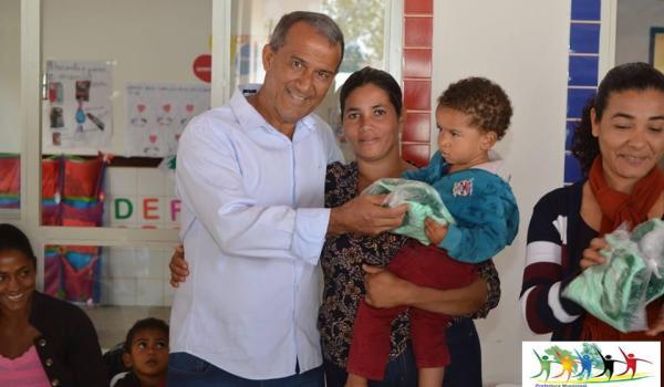Imagens da ENTREGA DE FARDAS PARA OS ALUNOS DA CRECHE SONIZETE MARIA DE OLIVEIRA, NO BAIRRO NOVA IRAQUARA.